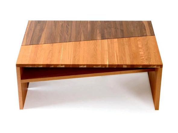 木目のそろったテーブル